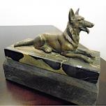 06 - Pies - figurka z brązu