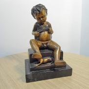 2315 - Chłopiec - rzeźba z brązu