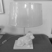 312 - Lampa z białym psem