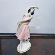27 - Figurka porcelanowa - Tancerka