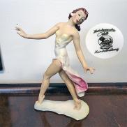 26 - Figurka tancerki